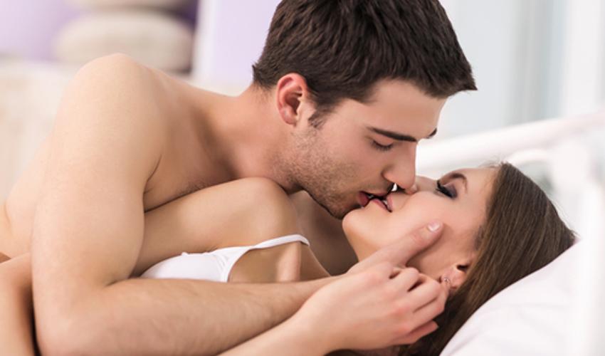 Casal ato sexual